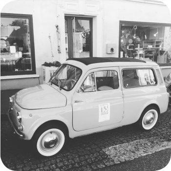 Le13-design-mobilier-decoration-deco-anet-28-vehicule-ancien-vitrine